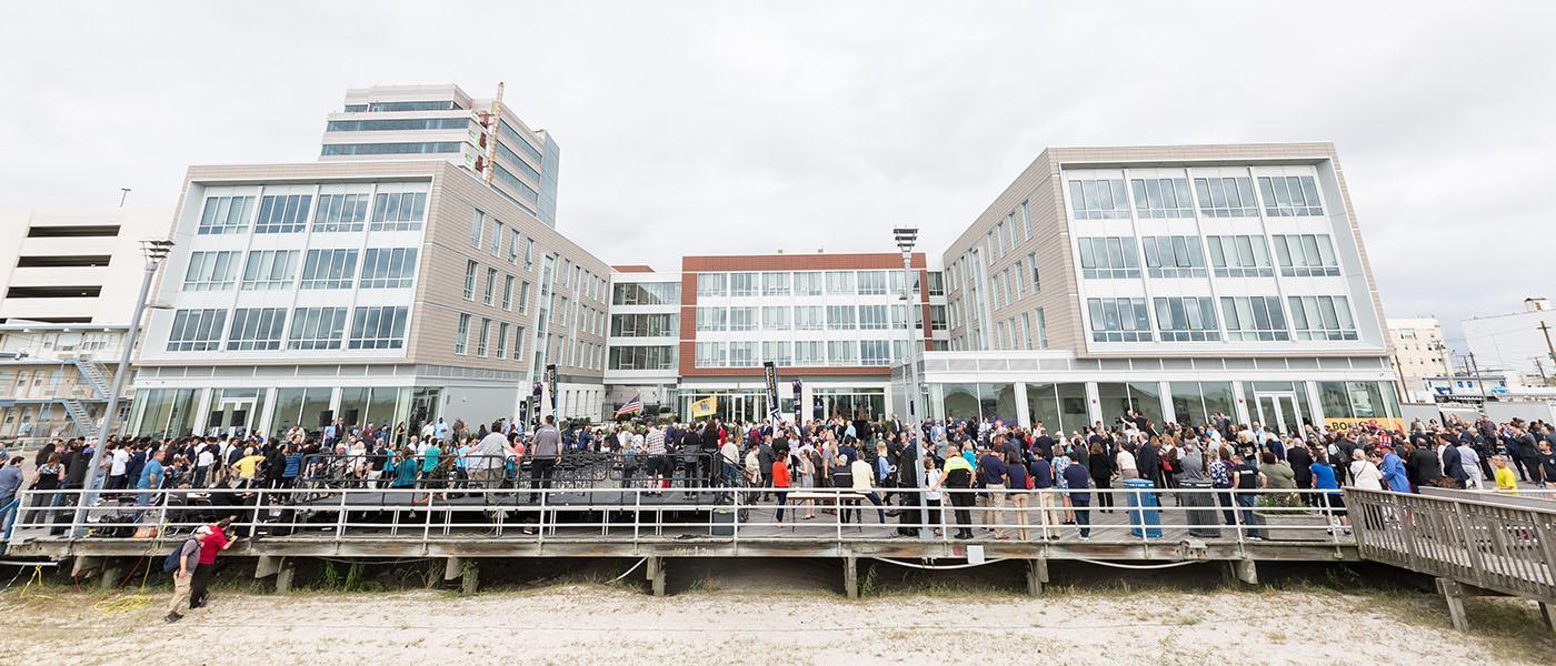 1,000 attend ceremony on Boardwalk