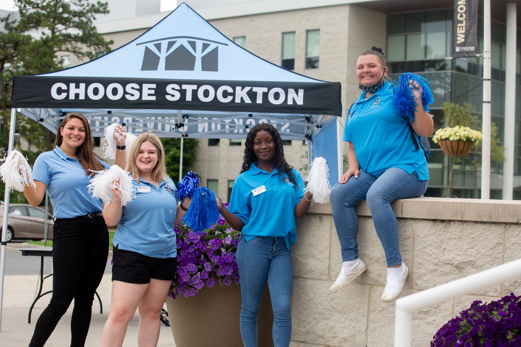 Stockton Admissions Ambassadors and T.A.L.O.N.S. greeted new students as they arrived on campus for Nest Fest, helping them feel right at home the moment they step foot on campus.